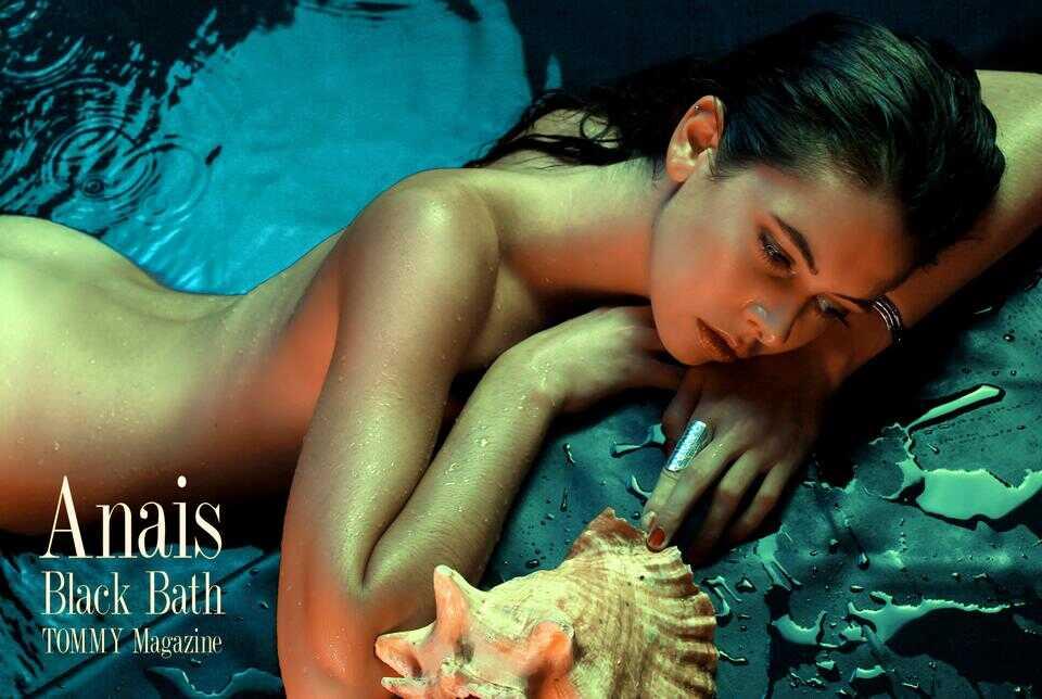 anais.fr.black.bath.poster.a poster